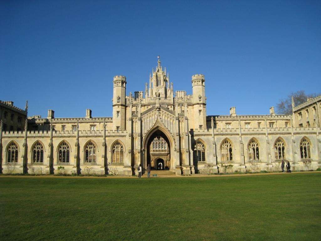 英国哪些大学有带薪实习项目?这几大名校提供带薪实力别错过哟!